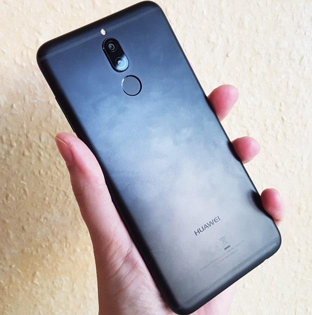 Unter der Dual-Kamera sitzt der Fingerabdruckscanner beim Huawei Mate 10 Lite im Test
