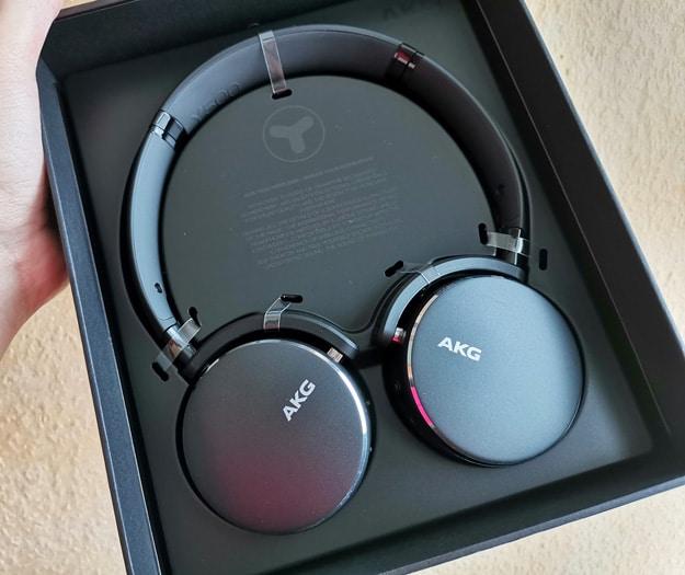 AKG Y500 im Test: Schicke kabellose Overhead-Kopfhörer mit Premium-Features