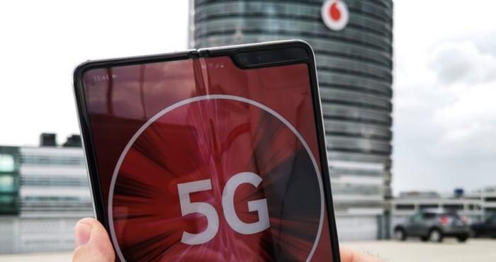 Vodafone: 5G-Tarife für Privat- & Geschäftskunden verfügbar - 5G-Option & jetzt bis zu 1 GBit/s surfen!