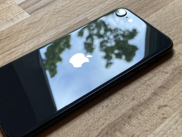 iPhone SE 2020 Test Rückseite Spiegelung