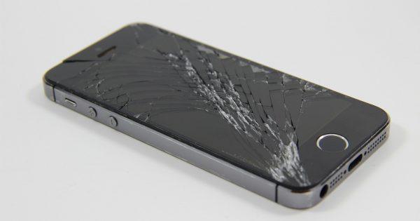 iPhone mit kaputtem Display