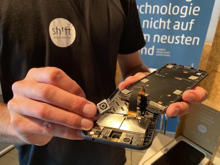 Modular aufgebaut: Das Shiftphone lässt sich per Hand demontieren.