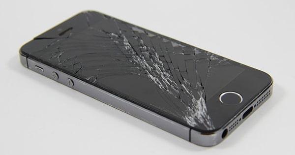 Handyreparatur bei gebrochenem Display, Kratzern oder fehlerhaftem Akku
