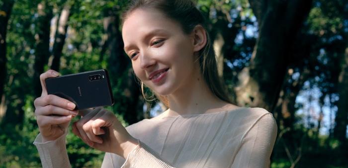 Sony Xperia 10 III draußen