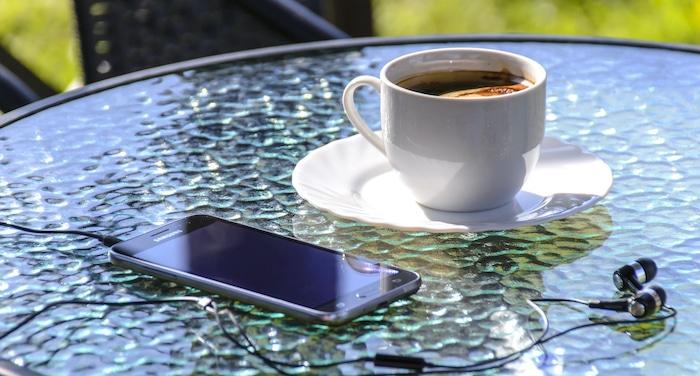 Handy in der prallen Sonne vermeiden um Akku zu schonen.