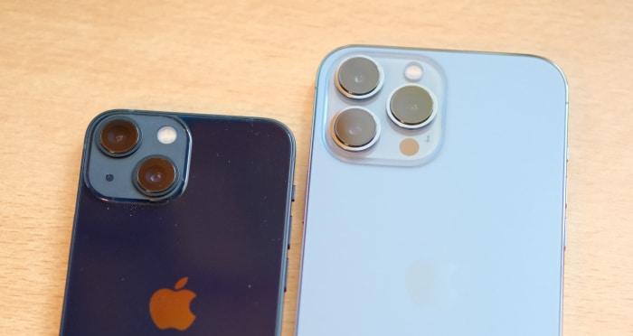 iPhone 13 mini vs. iPhone 13 Pro Max Test Vergleich - Rückseiten